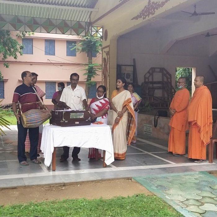 Brikhoropon Utsav at Sri Ramakrishna Sishu Vidyapith - Ramakrishna Math, Bolpur (2)